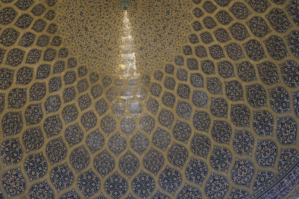 Lady Mosque, Isfahan- peacock effect on the dome